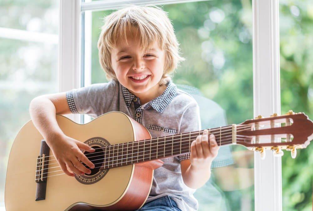 Benefícios da música no desenvolvimento infantil